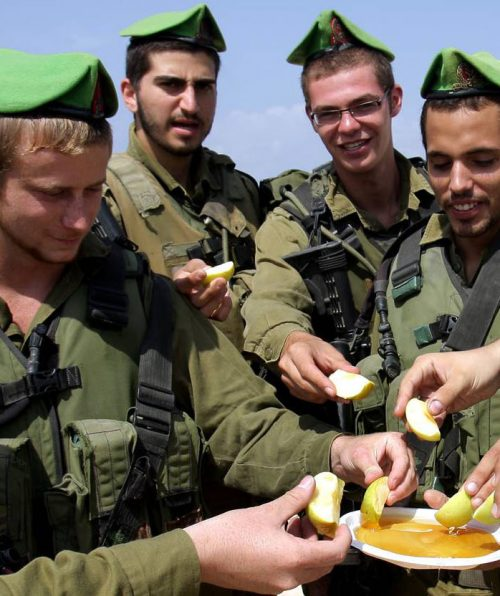 "epa01864486 Israeli soldiers patroling and guarding the beach area at the Israeli border with the northern Gaza Strip on 17 September 2009, take a break and enjoy apples dipped in honey, as is the Jewish tradition for a ""sweet year,' as they celebrate the Jewish New Years holiday of Rosh Hashana, on 17 September 2009. Rosh Hashana begins tomorrow night at sundown.  EPA/EDI ISRAEL ISRAEL OUT"